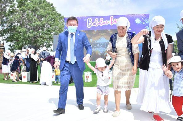 Шымкентте мереке күні балалар үйіндегі 30 бүлдіршіннің тұсауы кесілді 1