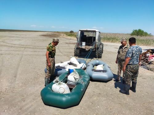 Каспий жағалауынан браконьерлер тұрған база табылды 1